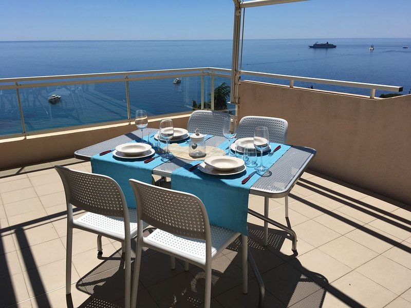 STUDIO AVEC MAGNIFIQUE TERASSE VUE MER PANORAMIQUE, vacation rental in Roquebrune-Cap-Martin