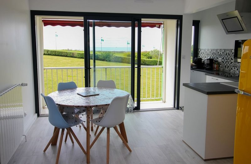 Appartement vue mer de standing à côté de la thalasso, vacation rental in Chatelaillon-Plage