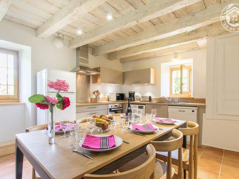 a cozinha-sala de jantar.