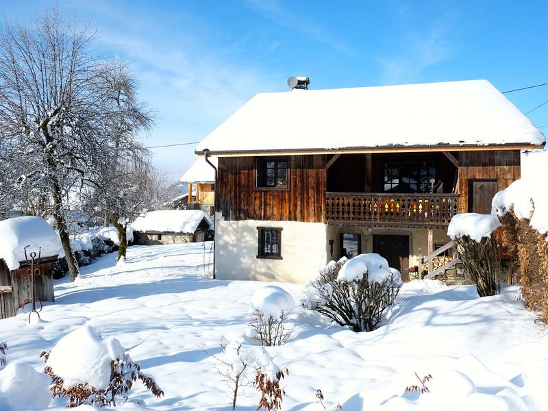 Grande maison, au coeur du Grand Massif., proche Les Carroz, 1 à 11 pers., holiday rental in Scionzier