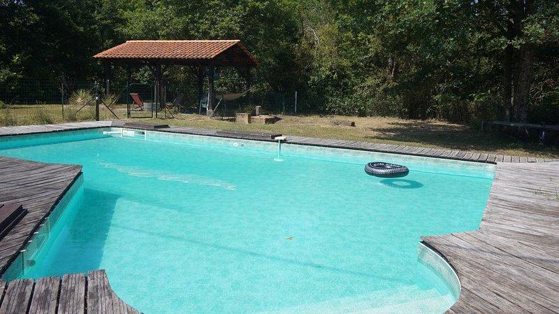 Maison individuelle avec piscine 8 personnes Sud Gironde, location de vacances à Landiras