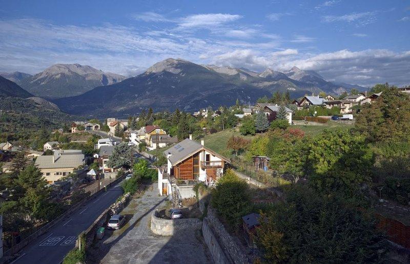 Appartement 3 pièces - Centre Village - Profitez de la montagne et du grand air, holiday rental in Champcella