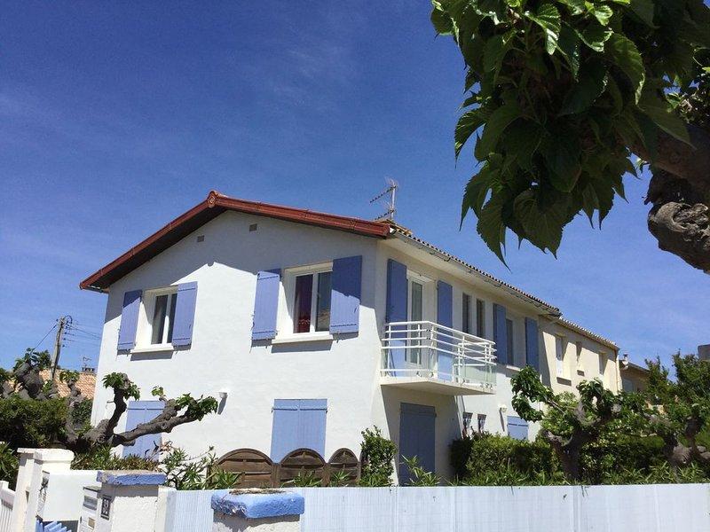 Superbe appartement dans villa vue dégagée plein sud à 200 mètres de la plage!, vacation rental in Portiragnes
