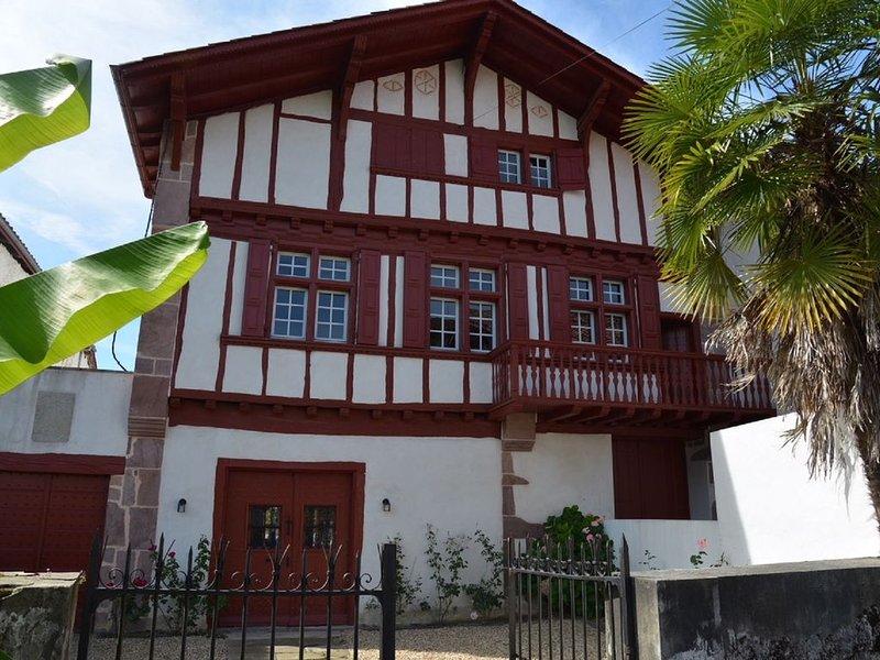 Grande maison familiale typique, alquiler de vacaciones en Elizondo