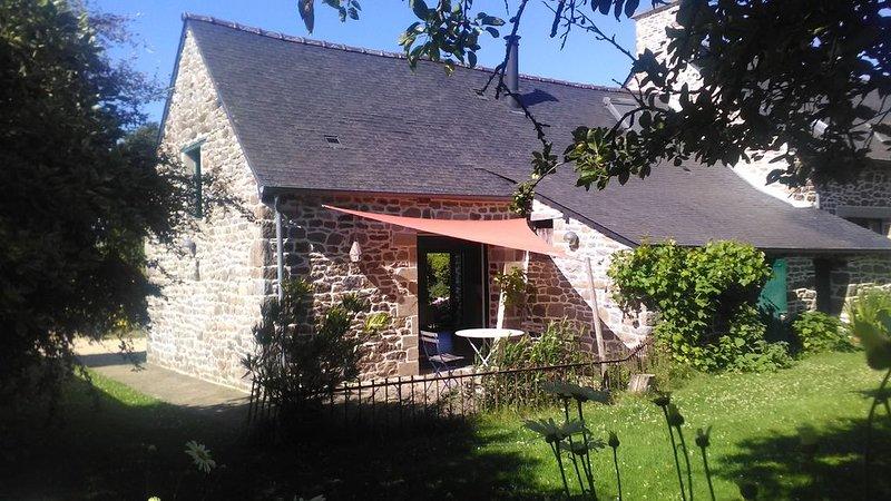 Gîte typique breton situé à la campagne , mitoyen avec la maison du propriétaire, location de vacances à Dol-de-Bretagne