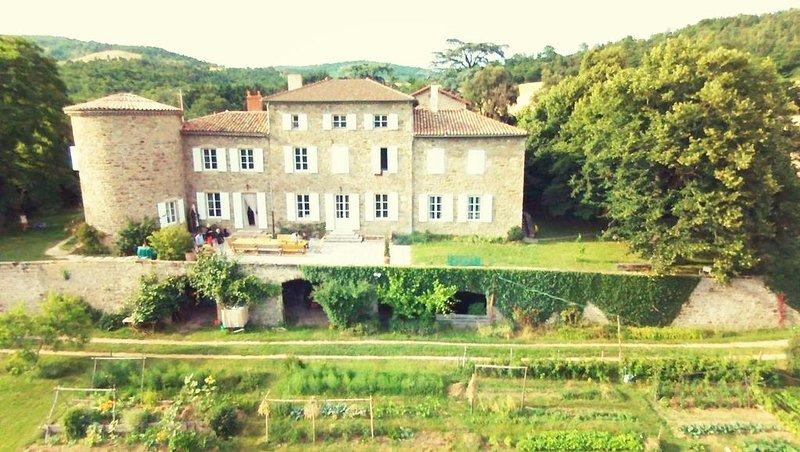 Séjour paisible dans un cadre magnifique à la Rivoire, holiday rental in Roisey