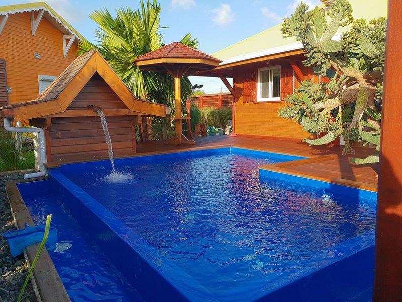 Bungalow de charme et sa piscine privée, location de vacances à Le Moule