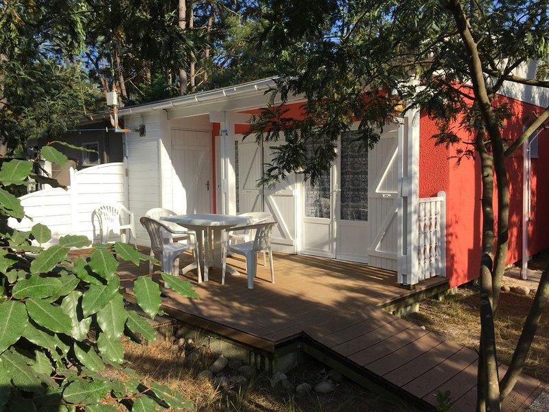 Agréable chalet , site naturiste, près  mer et centre commercial. Contact/dates, casa vacanza a Grayan-Et-L'Hopital