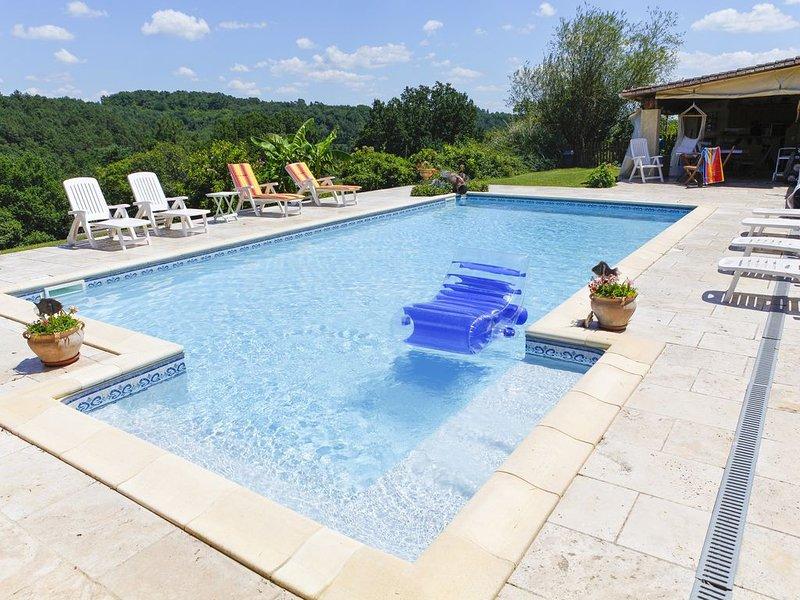 MASKALI , gite l Ethnique, piscine chauffée vue dégagée, holiday rental in La Bachellerie