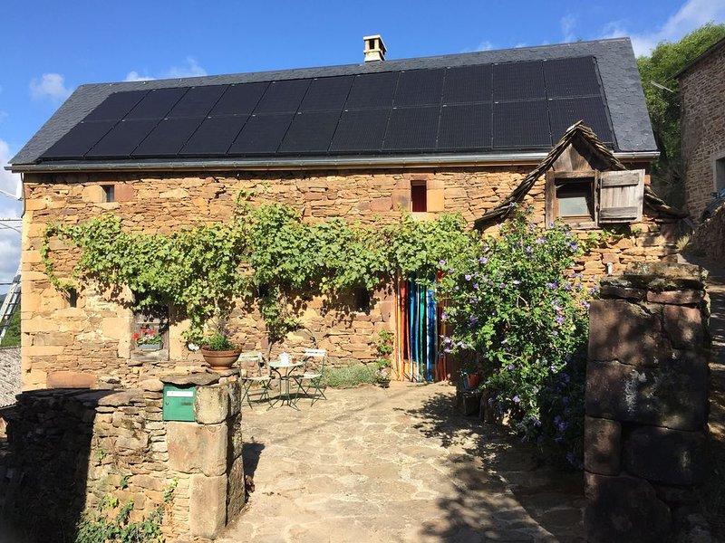 Gîte authentique dans petit village Le Bez, Aveyron, Aubrac, Causses, Le Lot, holiday rental in La Canourgue