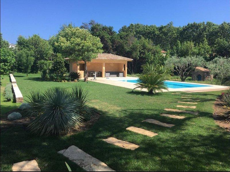 Villa au calme avec piscine a deux pas du port et de la plage, holiday rental in Six-Fours-les-Plages