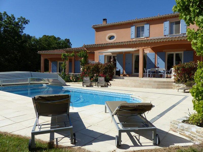 Très belle villa avec piscine et son T1 attenant, dans le massif d'Uchaux, location de vacances à Uchaux