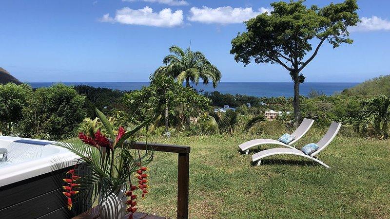Villa Cyann, à Deshaies, vue mer, proche plage de Grande-Anse avec jacuzzi, holiday rental in Cafeiere