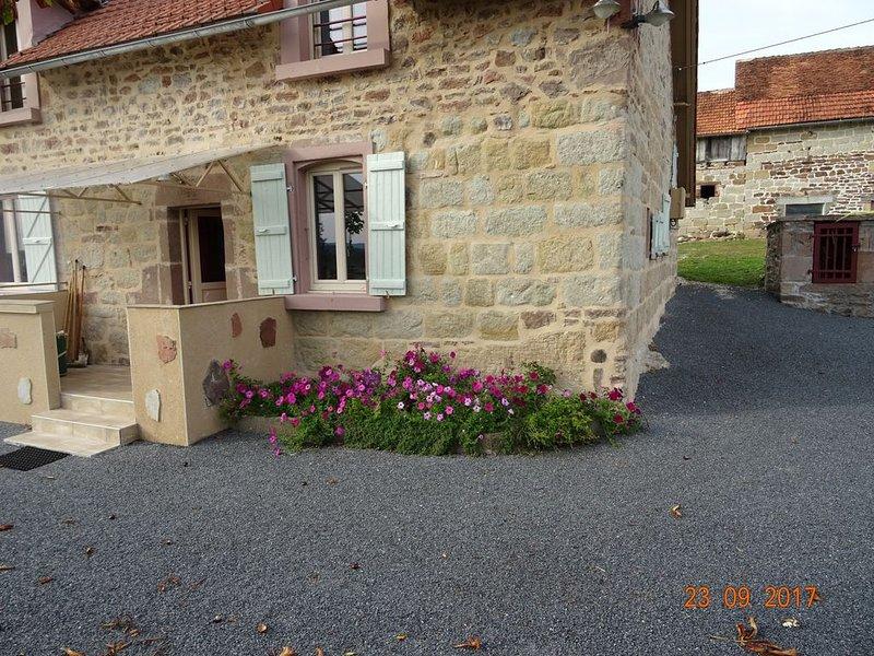 ANCIEN CORPS DE FERME ENTIEREMENT RENOVE, holiday rental in Le Pescher
