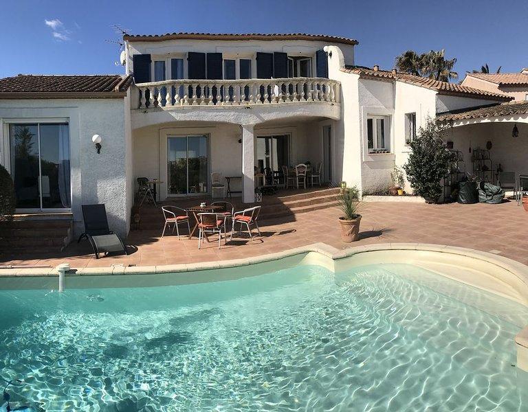 Montpellier, Grande maison avec piscine sur le golf de Fontcaude, casa vacanza a Grabels
