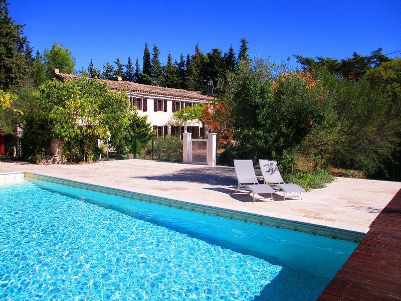Mas provençal à Uzès: piscine 12X8, 5 chambres, 2 sdb, terrasse, jardin, WIFI, vacation rental in Sanilhac-Sagries