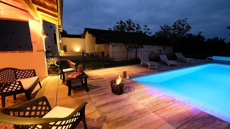 Superbe bâtisse rénovée avec piscine chauffée, classée 4*, location de vacances à Rabastens