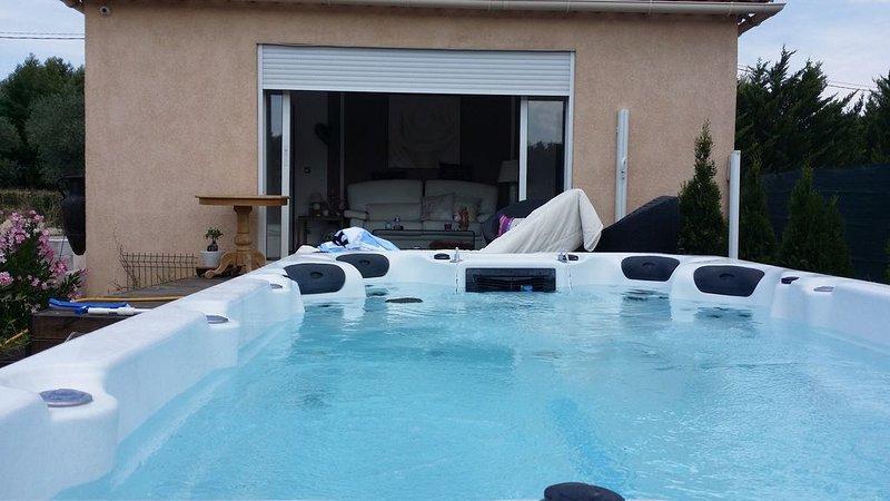 Villa bungalow , 2 pièces indépendante avec jacuzzi/piscine, holiday rental in Bras