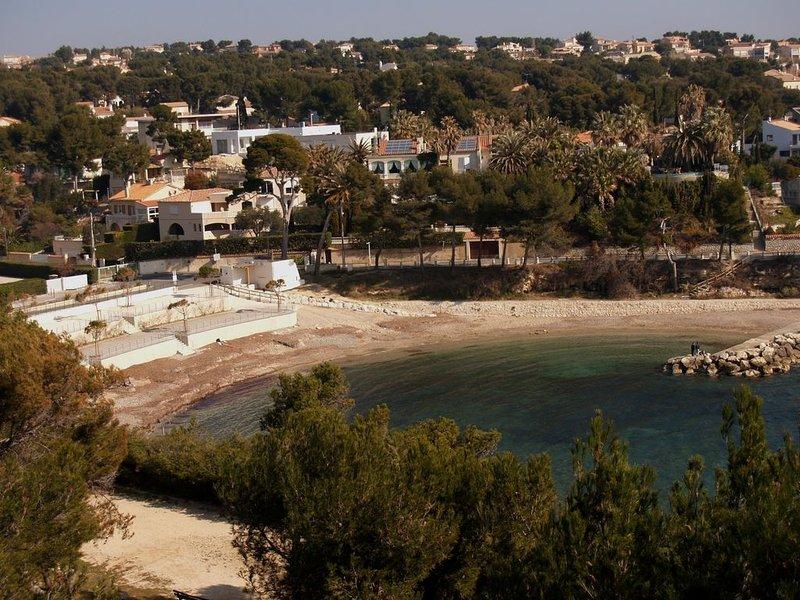 Calanque du Cap Rousset - Joli T2 avec balcon dominant la mer, holiday rental in Carry-le-Rouet