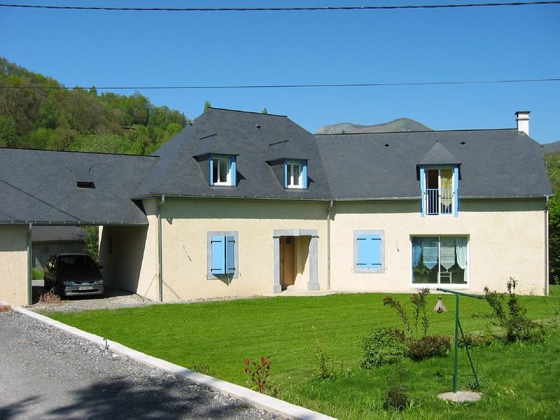 Maison moderne calme à Saint Savin 2km d'Argeles Gazost, holiday rental in Aucun