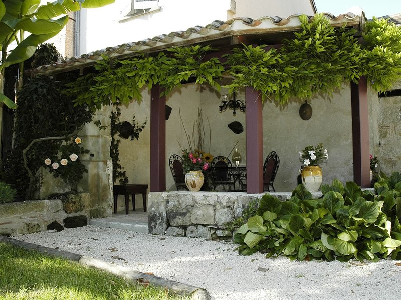 Des vacances privilégiées hors du temps, Soyez les Châtelains  du  Manoir., holiday rental in Puymiclan