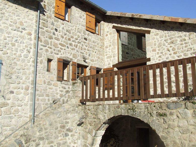 Maison de caratère au pays d'Antraigues, holiday rental in Antraigues-sur-Volane