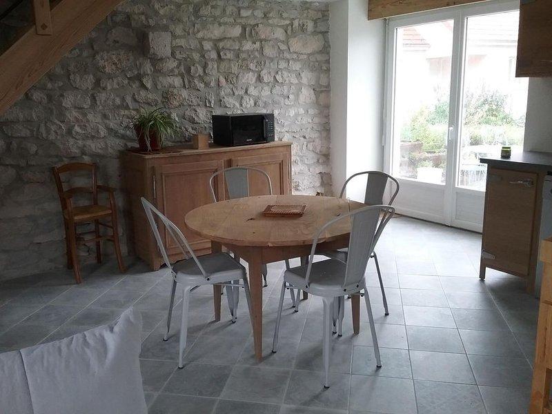 Petite maison individuelle au coeur de la Région des Lacs, holiday rental in Blye