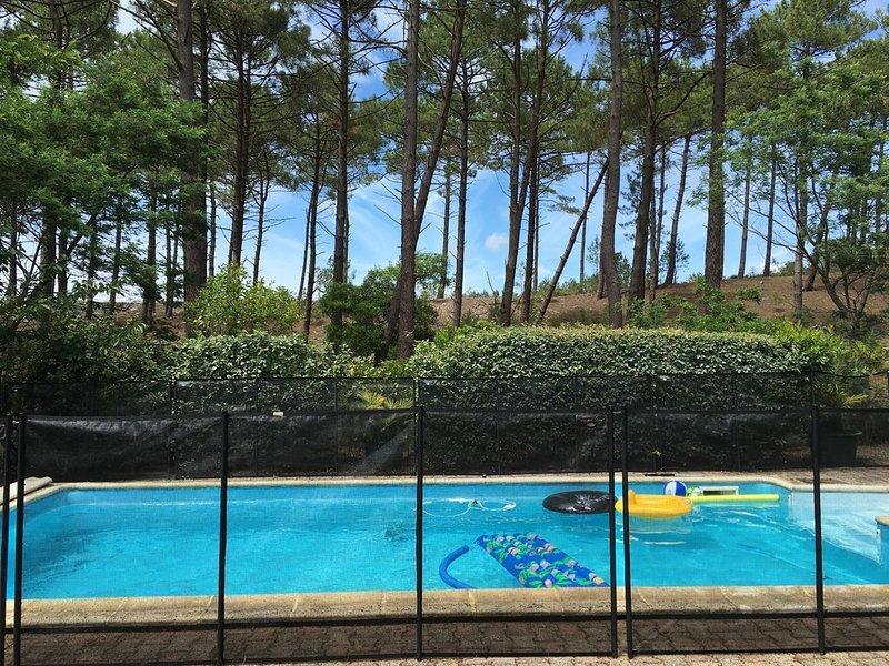 maison familiale avec piscine entre lac et océan à maubuisson, vacation rental in Carcans