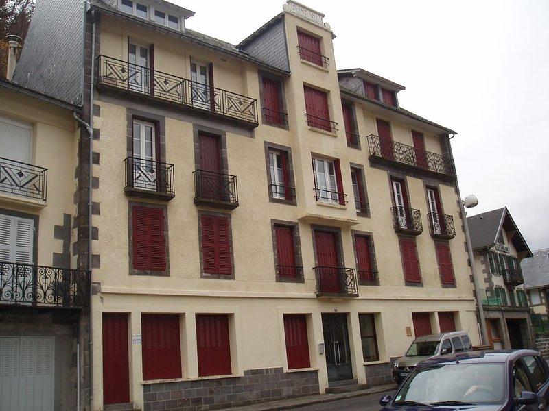 F2 LE MONTDORE SKI, RANDONNEES ET CURE, holiday rental in Le Mont-Dore