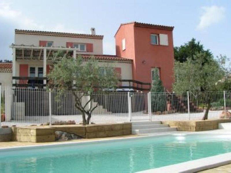 Grande maison contemporaine avec jardin, holiday rental in Ollieres