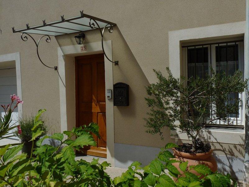Au 23, la maison d'à côté, location de vacances à Suze-la-Rousse