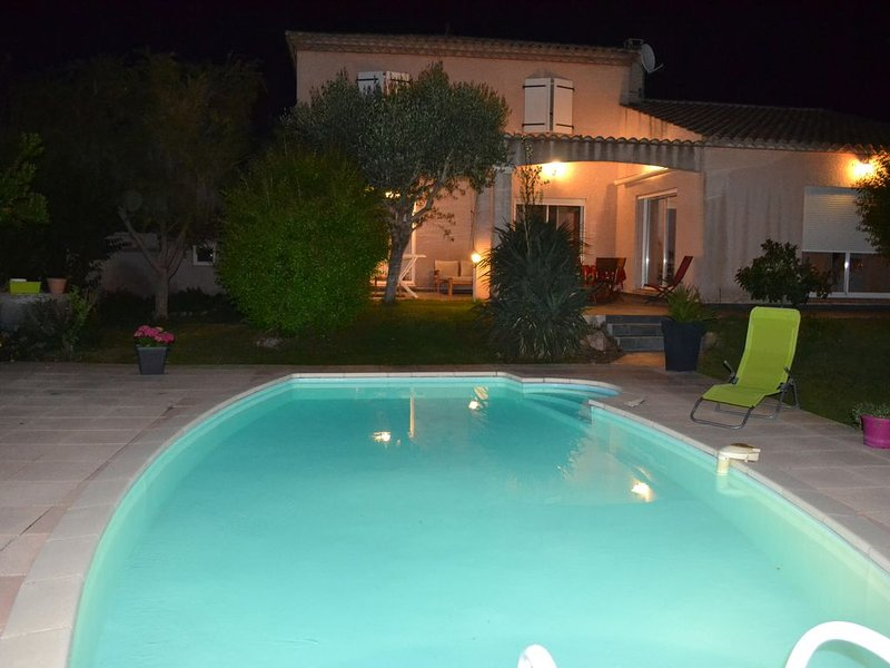 VILLA FAMILIALE ENTIEREMENT CLIMATISEE AVEC PISCINE ET WIFI, vacation rental in Villeneuve les Beziers