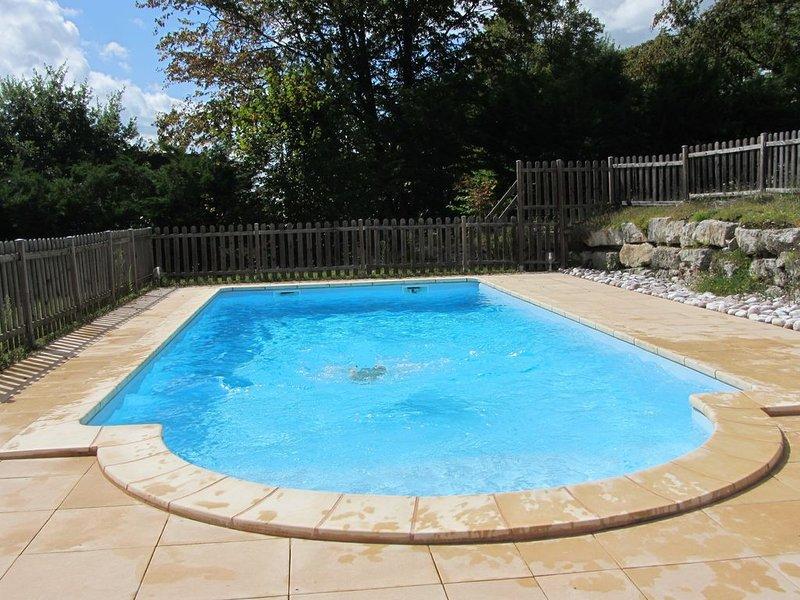 Maison avec piscine proche Dordogne et Lascaux, location de vacances à Allassac