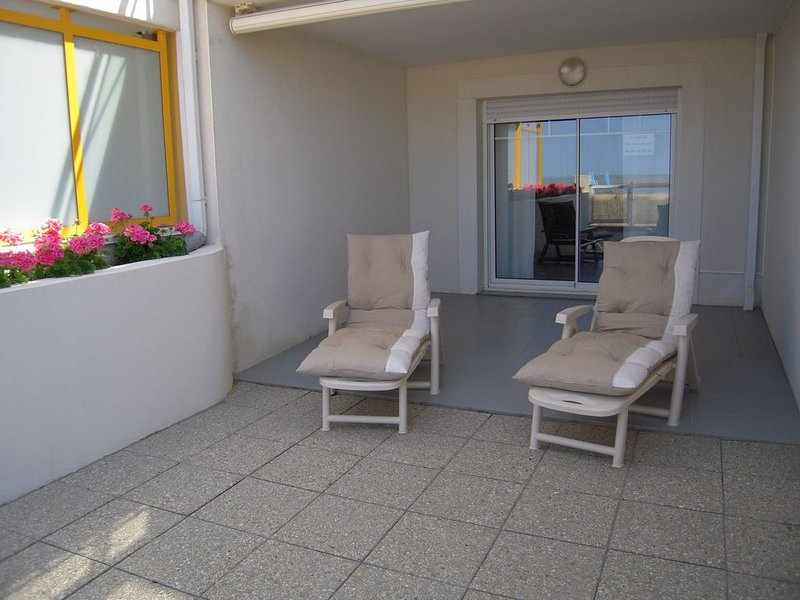 BEL APPARTEMENT T2 RDC AVEC ACCES DIRECT PLAGE  A CHATELAILLON-PLAGE 17340, vacation rental in Chatelaillon-Plage