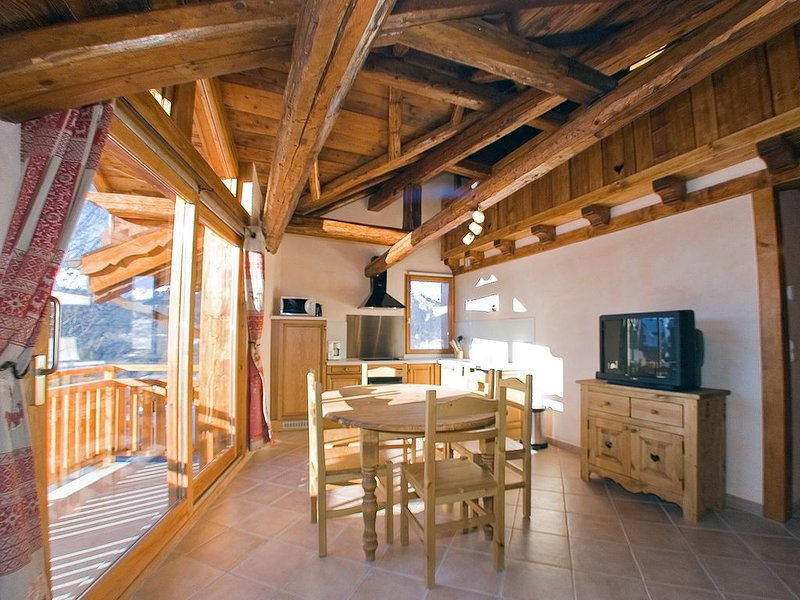 Appartement dans chalet au coeur de la station de Montalbert, holiday rental in La Cote-d'Aime