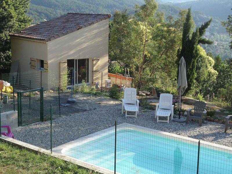 GÎTE DE VACANCES climatisé, accès piscine, calme et détente, holiday rental in Prades