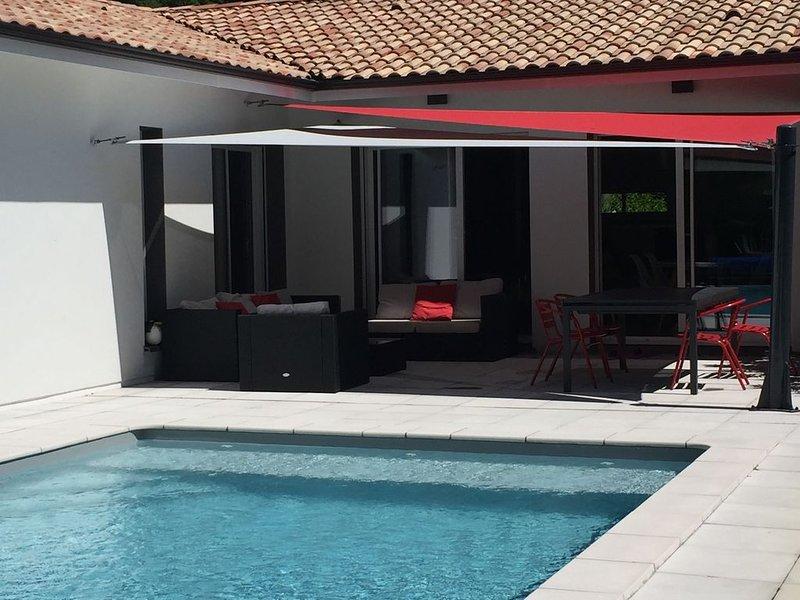 Villa familiale aux portes du Mèdoc entre Bordeaux et les plages, holiday rental in Saint-Jean-d'Illac