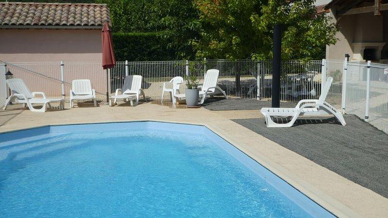 Promo - Maison de plain pied avec Piscine privée Sécurisée grand Terrain clos, holiday rental in Touzac