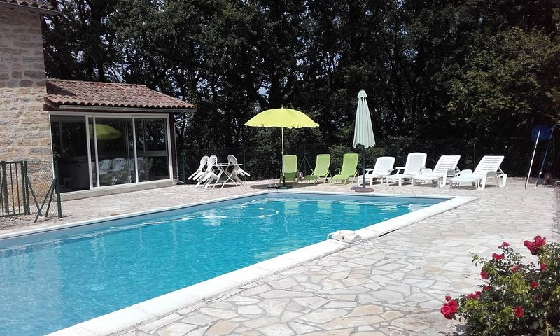 ISOLEE: MAISON DE CARACTERE  DANS UN PARC ARBORE PROCHE DE ST ANTONIN NOBLE VA, holiday rental in Ginals