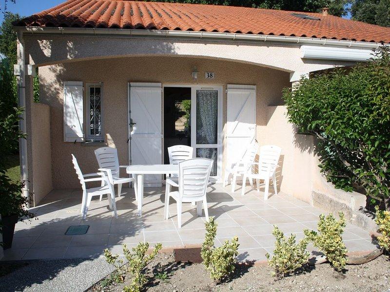 Villa Tout Confort Dans Résidence Avec Piscine Et Court De Tennis, casa vacanza a Meschers-sur-Gironde