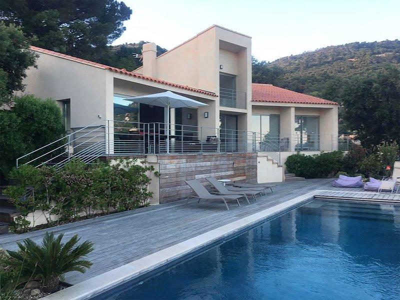 VILLA DU BAS RAYOL CANADEL VUE MER (10 personnes), location de vacances à Rayol-Canadel-sur-Mer