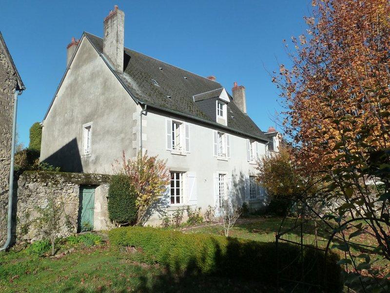 Belle maison ancienne à Argenton sur Creuse (Indre), casa vacanza a Berry