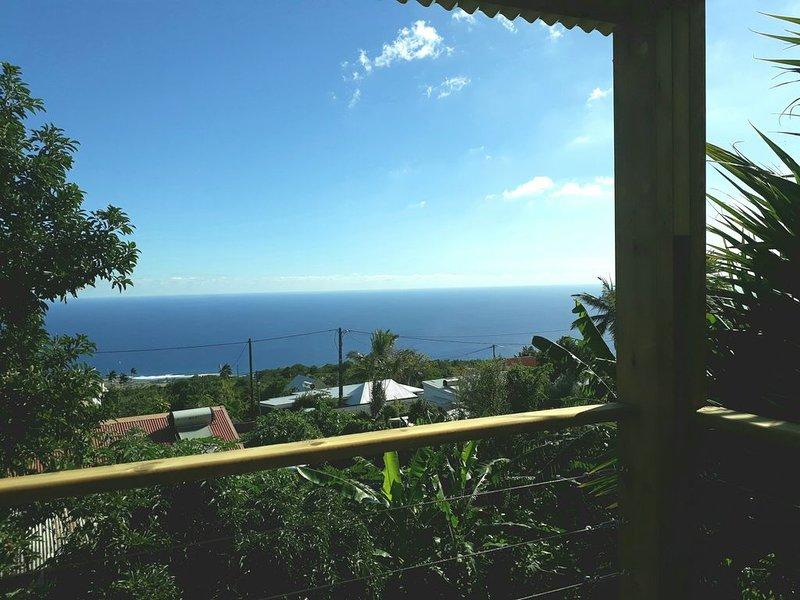 Logement de vacances spacieux avec vues exceptionnelles sur océan et montagne, holiday rental in Piton Saint-Leu