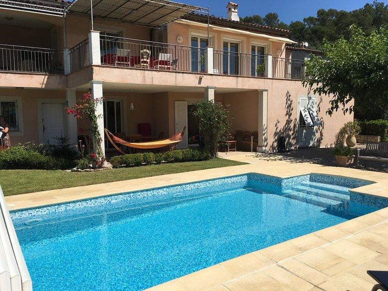 T3, 4/6 personnes, 65m2 dans villa avec piscine à Valbonne, location de vacances à Valbonne