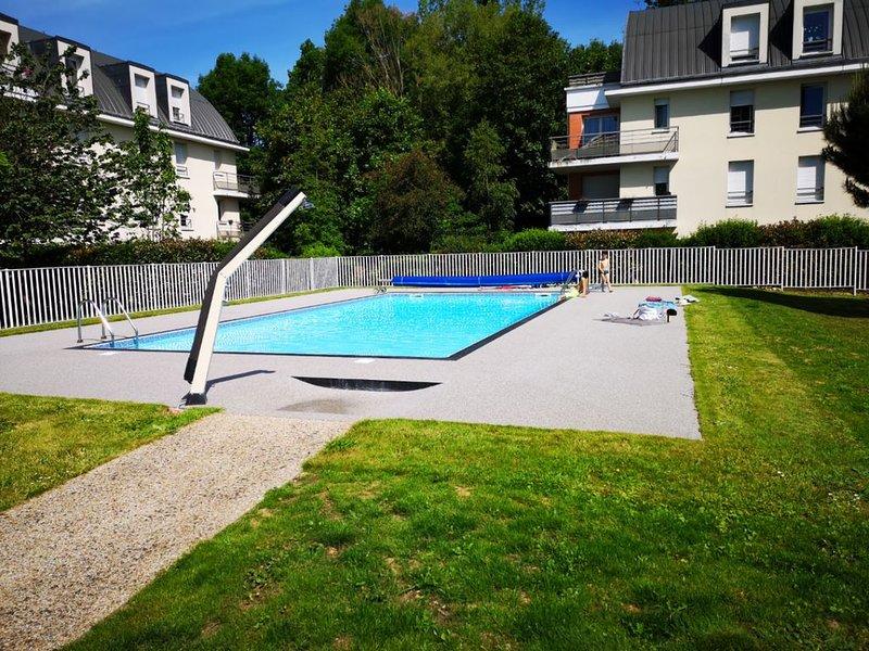 Appartement ROUEN avec piscine parking dans résidence sécurisée..., location de vacances à Saint-Paër