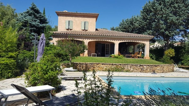 Belle maison de vacances dans les pinèdes, holiday rental in Signes