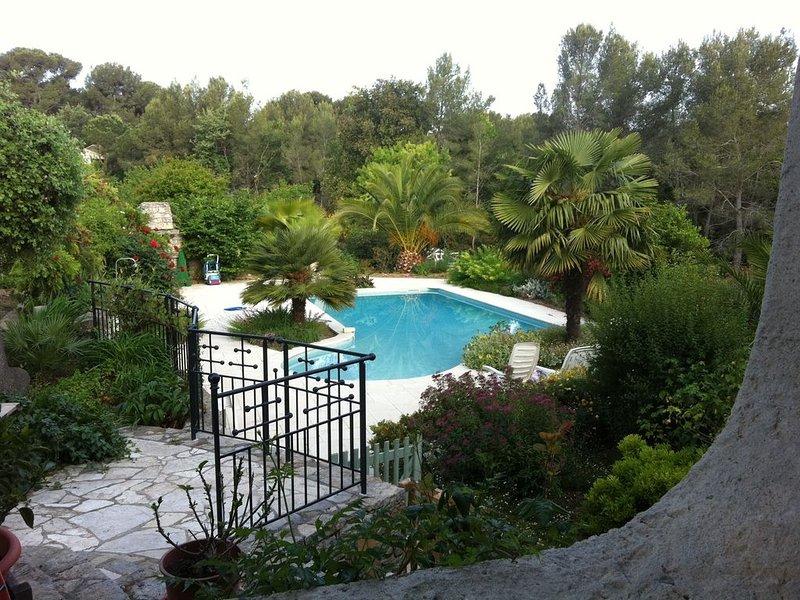 Beau rez de chaussée de villa avec piscine, Le Pradet (Var), location de vacances à Le Pradet