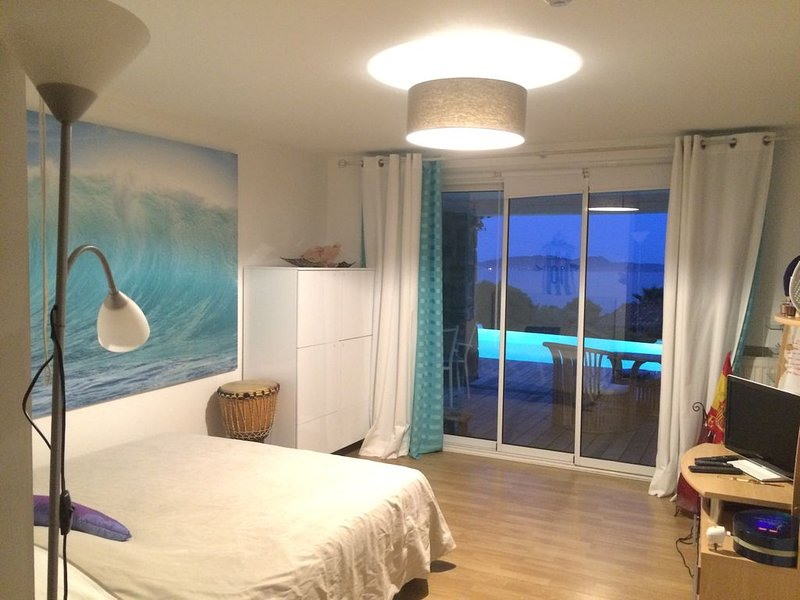 BEDROOM SEA VIEW FRONT SWIMMING POOL OVERFLOW