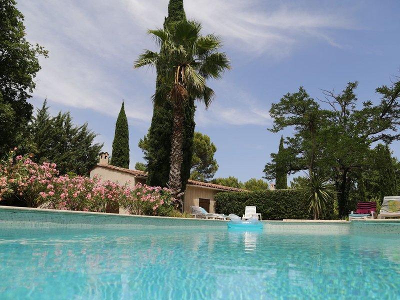 12 à 18 Pers. Maison Familiale Très calme et Isolée Sur 2 Ha à Claviers (Var), casa vacanza a Callas
