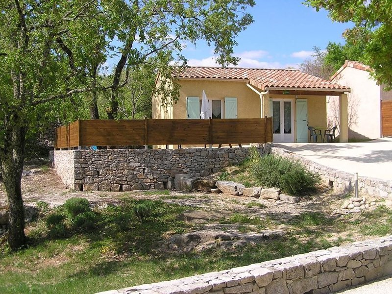 Gîte Le Chêne - Gîtes des Campanes - proche de Vallon Pont d'Arc, holiday rental in Saint-Alban-Auriolles